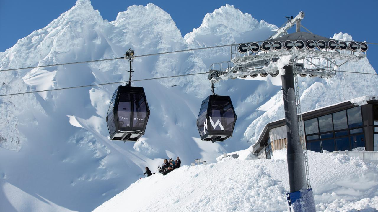 Sky Waka and Knoll Ridge Chalet in Winter