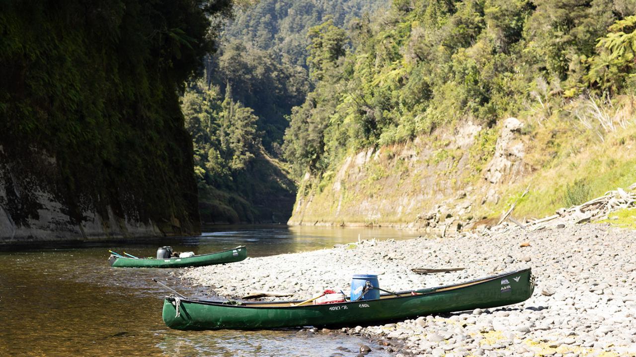 Adrift Tongariro: Whanganui River guided canoe trip