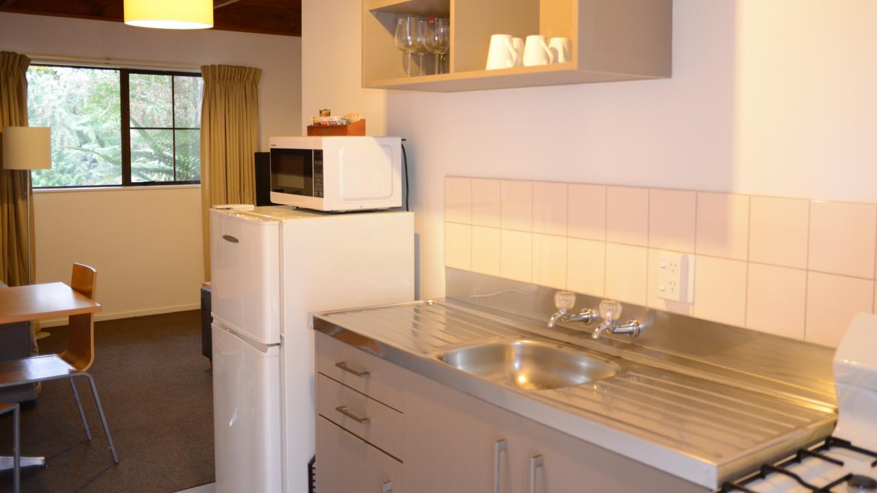 2 Bedroom Family Unit Kitchen & Lounge