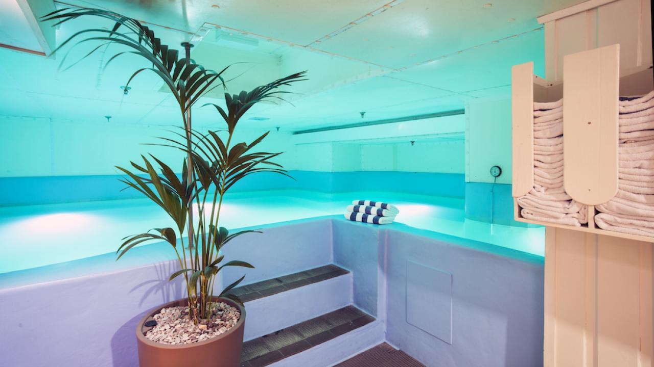 Chateau Tongariro Hotel heated plunge pool