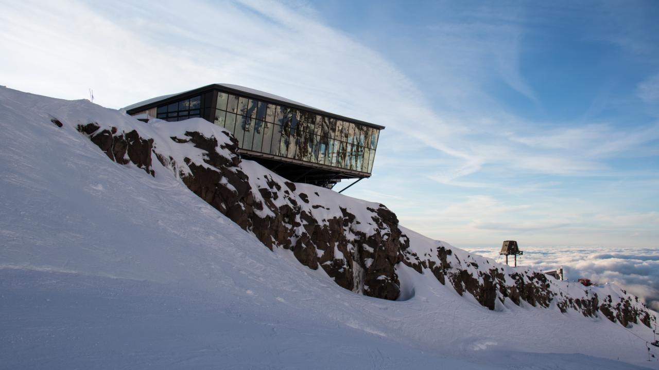 New Zealand's highest café & restaurant - Knoll Ridge Chalet.