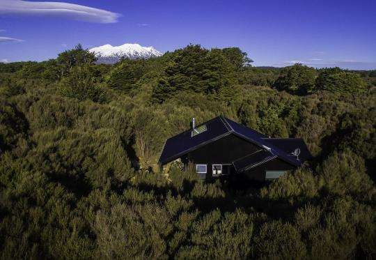 The Nightsky Cottage is located in 1 hectare of private land. Secluded location yet only 15 minute drive to Ohakune for cafes, restaurants and supermarket.