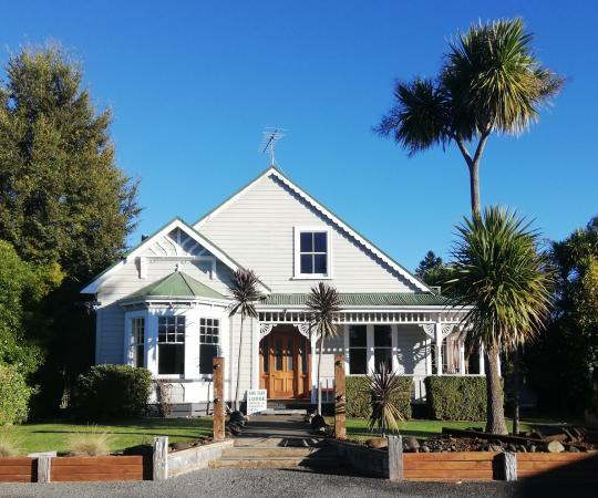 Rimu Park Mountain Lodge on a beautiful autumn morning.