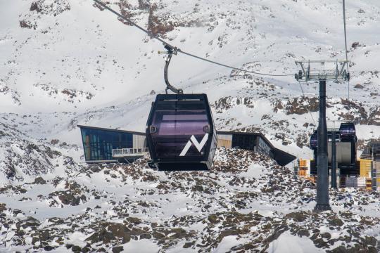 Sky Waka gondola approaching Knoll Ridge Chalet at 2,020m asl